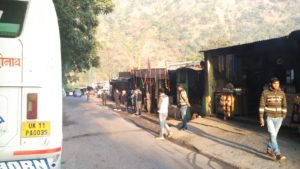 Halt on the way to Rudrapayag for a quick tea and some snacks.