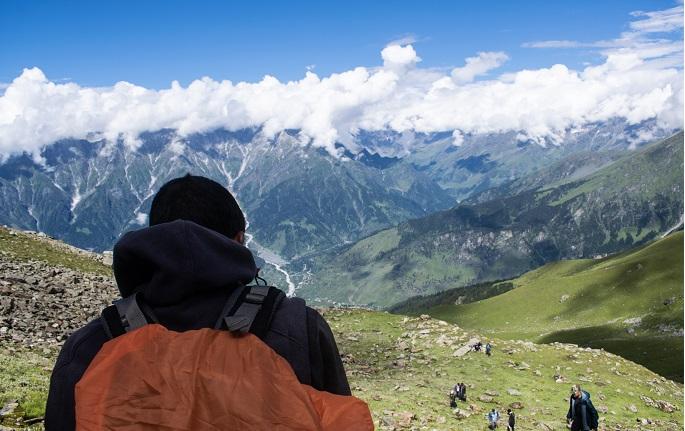 Trek to Bhrigu lake - The Raw Traveller